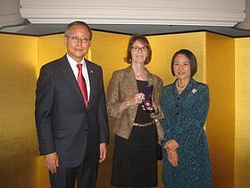 Ambassadörsparet och Dr. Monica Braw